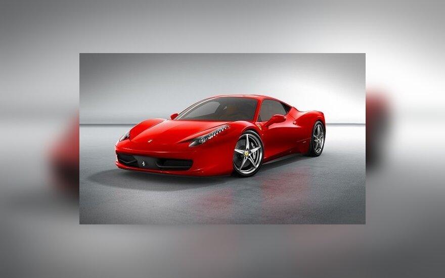 """""""Ferrari"""" pristatė naują modelį"""