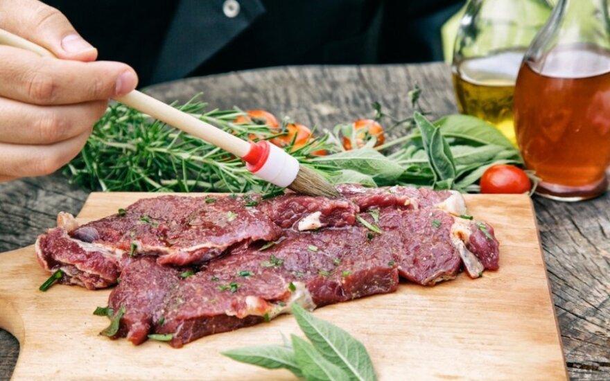 BBQ specialistai pataria, kaip marinuoti kepsnius ir kokius padažus naudoti