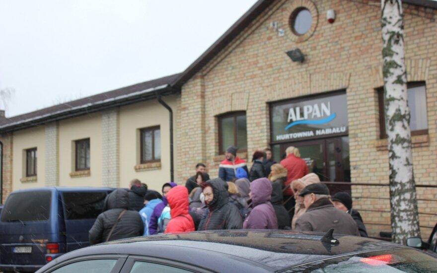 Į apsipirkimo rojų Lenkijoje lietuviai traukia būriais: kai kurias prekes neša glėbiais