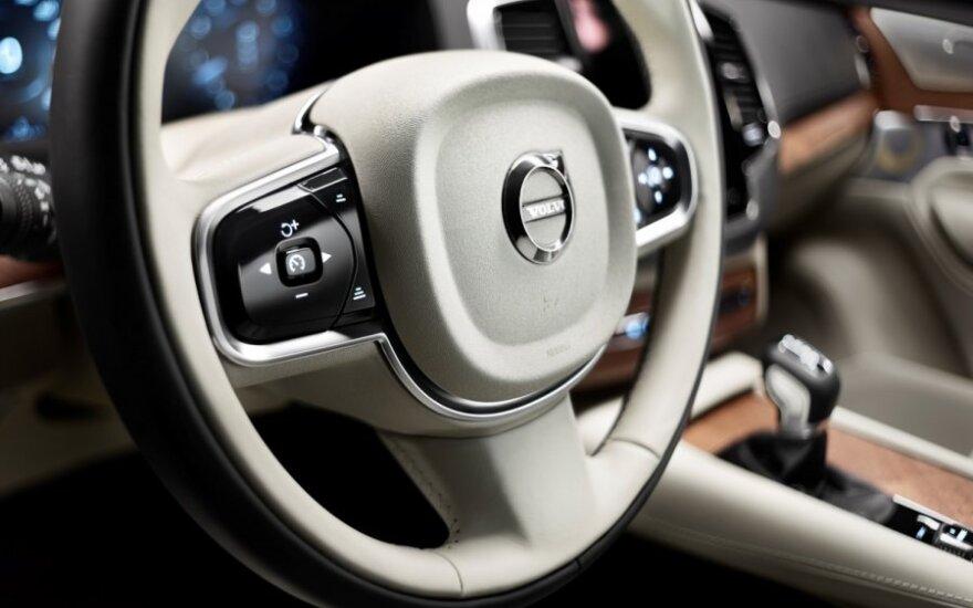 Volvo XC90 salonas