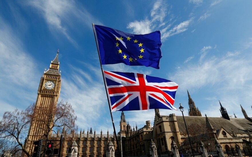 Britų premjerės pasirinkta partnerė DUP vertinama prieštaringai