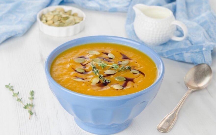 """Kreminė <span style=""""color: #ff0000;"""">moliūgų sriuba</span> su pelėsiniu sūriu"""