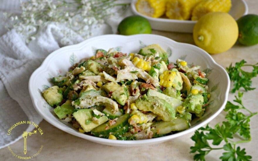 Vištienos, avokado ir agurko salotos