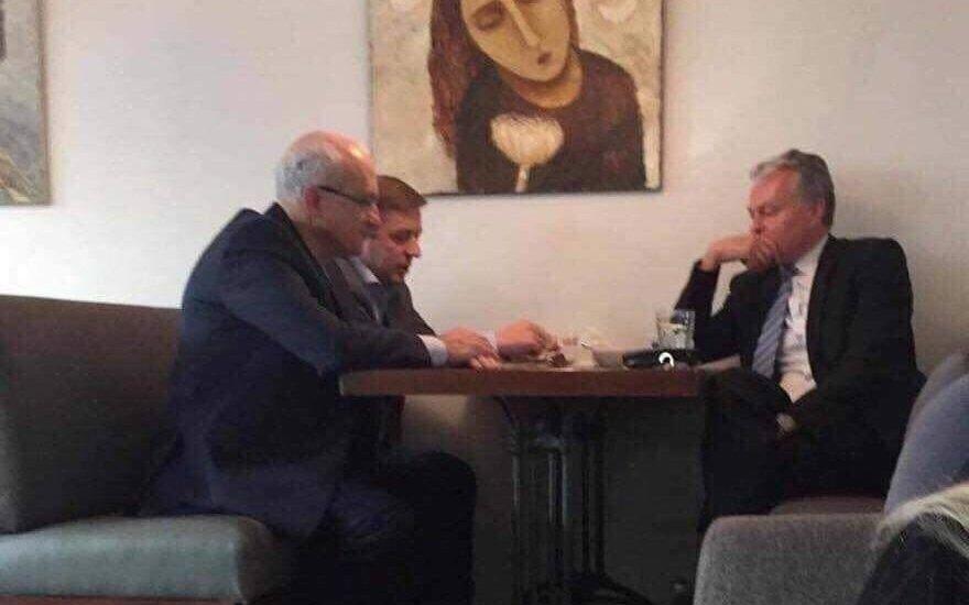 G. Nausėda, R. Karbauskis, S. Jakeliūnas. Nuotraukos autorius nežinomas