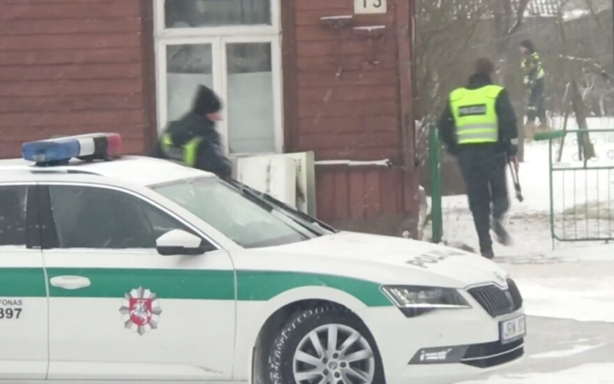 Trileris Joniškyje: ginkluotų nusikaltėlių arsenale – kūjai, strypai ir neperšaunamos liemenės