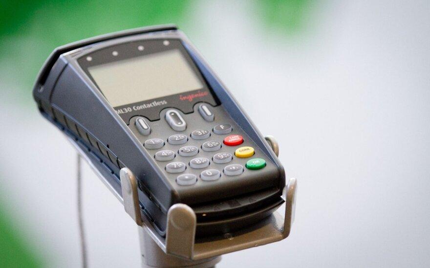 Nemaloni klaida atsiskaitant kortele: sumokėjo dvigubai daugiau nei pridera