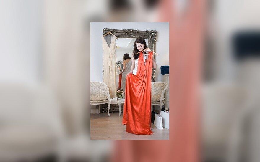 Matuojasi suknelę