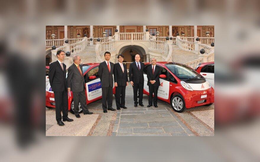 """Monako Kunigaikštystei skirti 4 """"Mitsubishi i-MiEV"""" elektromobiliai"""