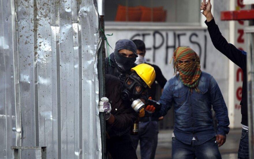EP neliko abejingas įvykiams Turkijoje – pasipylė griežti reikalavimai