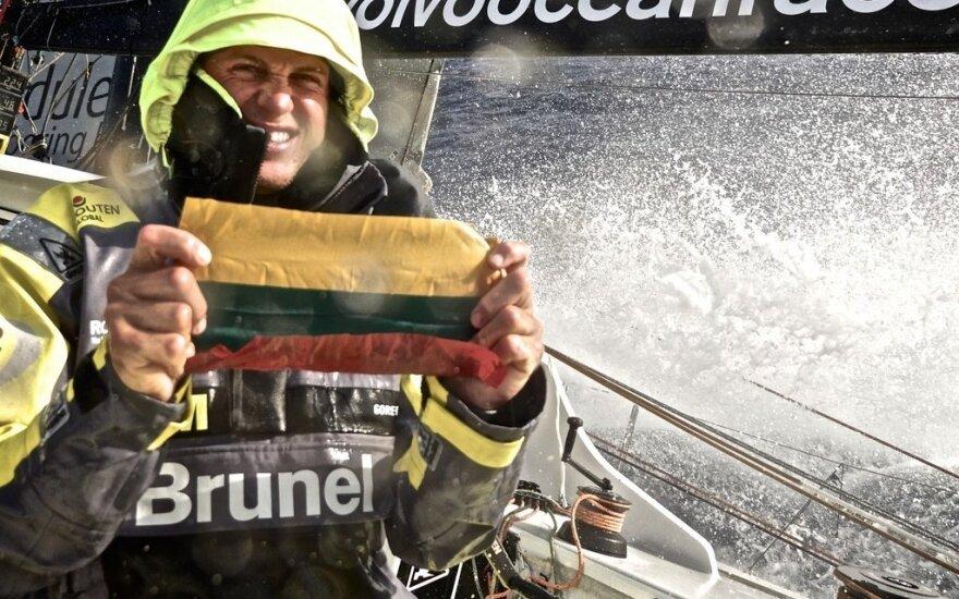 """R.Milevičiaus atstovaujama """"Team Brunel"""" ekipa tapo prestižinių """"Volvo Ocean Race"""" varžybų vicečempione!"""