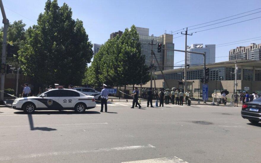 Pekine prie JAV ambasados nugriaudėjo sprogimas