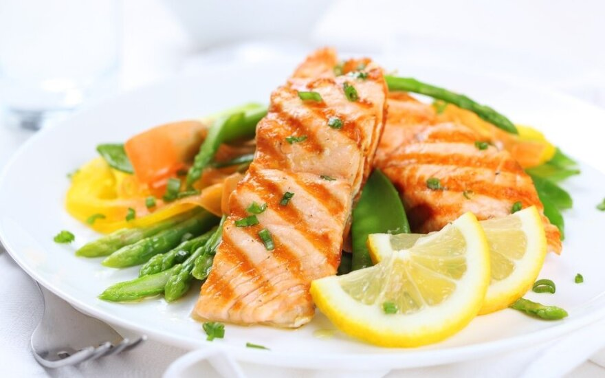 Keletas patarimų, kaip įvesti sveikesnius mitybos įpročius šeimose