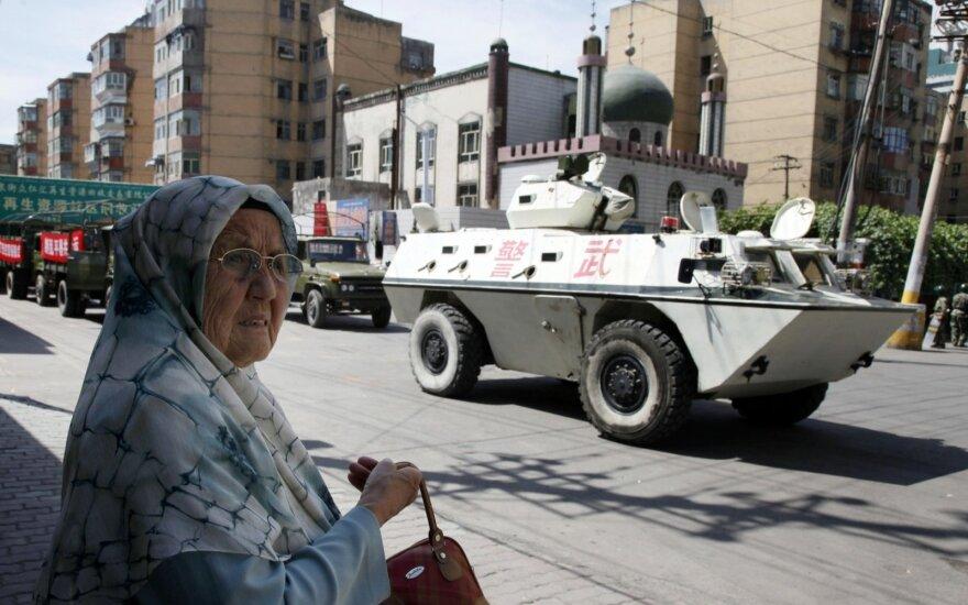 """Pekinas grasina pasekmėmis dėl JAV """"piktavališko"""" įstatymo uigūrų klausimu"""
