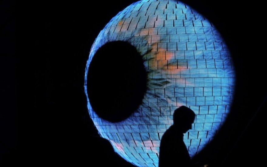 """Sostinės dangų nušvies šviesos instaliacijų festivalis """"Beepositive"""""""