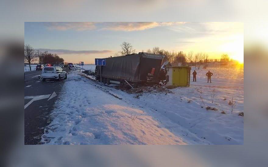 """Vairuotojas iš Lenkijos bus teisiamas dėl kelyje """"Via Baltica"""" sukeltos žiaurios avarijos"""