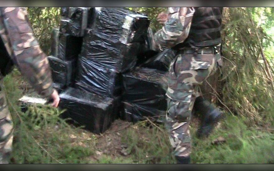 Baltarusiai bandė pabėgti nuo pasieniečių, o sulaikomi priešinosi