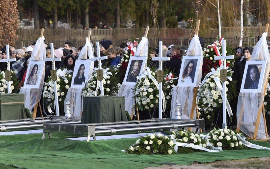 """Lenkijoje kartu palaidotos penkios """"pabėgimo kambaryje"""" žuvusios paauglės"""