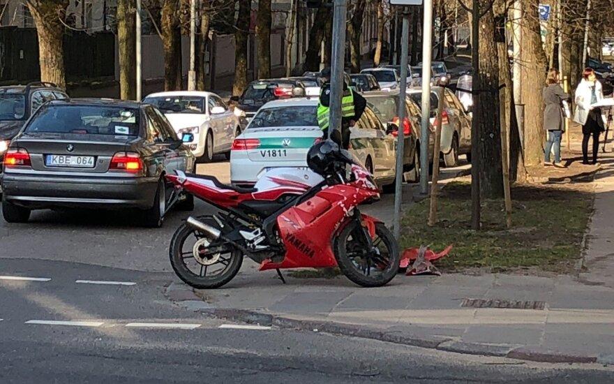 Vilniuje partrenktas aštuoniolikmetis motociklininkas