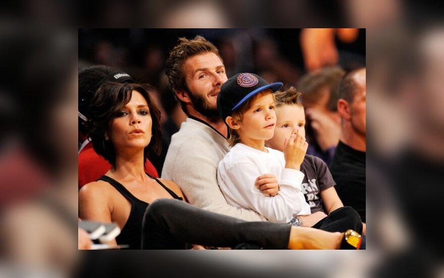 Victoria ir Davidas Beckhamai su sūnumis Cruzu ir Romeo