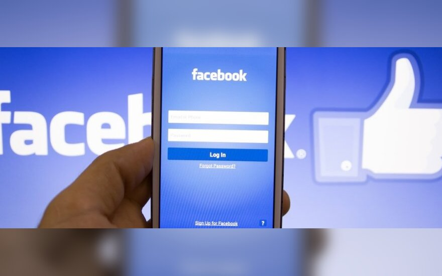 """Facebook"" išmaniajame telefone"