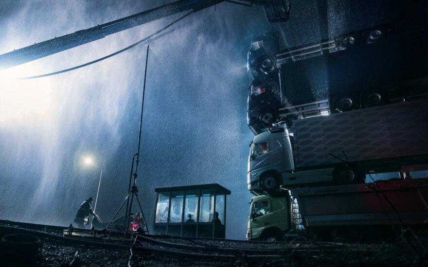 """""""Volvo"""" sustatė keturiu sunkvežimių bokštą"""