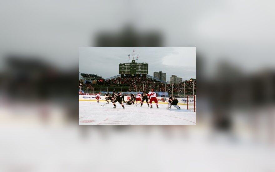 """""""Chicago Blackhawks"""" ir """"Detroit Red Wings"""" klubų mačas atviroje aikštėje"""