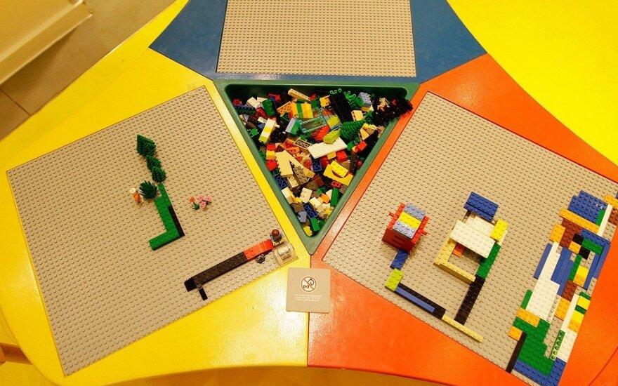 """Kinijos policija sutriuškino """"Lego"""" padirbinėtojų grupuotę"""