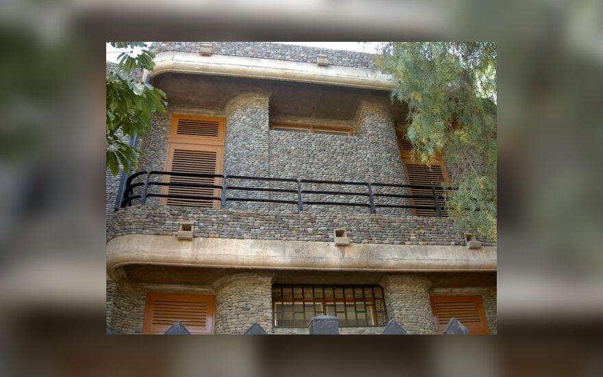 Akmeninis dekoruotas namas