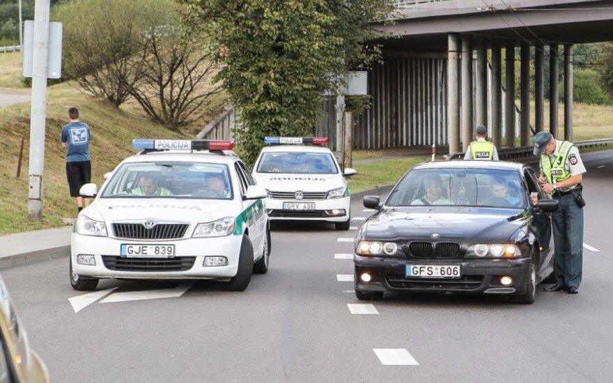 """BMW iškart """"sugedo"""", kai vairuotojas pamatė policijos kordoną"""