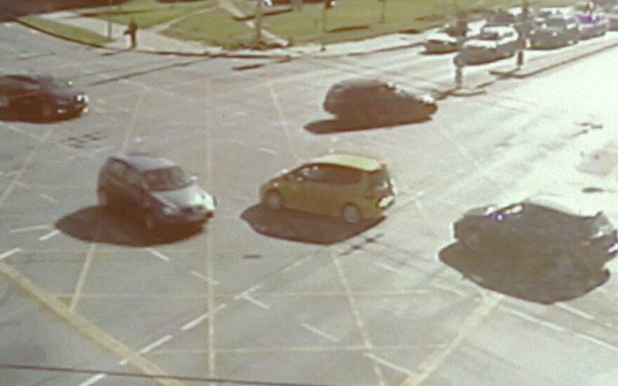Sankryžą užblokavęs automobilis