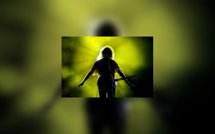 "Roko grupės ""Queen"" gitaristas Brianas May koncertuoja Miunchene."