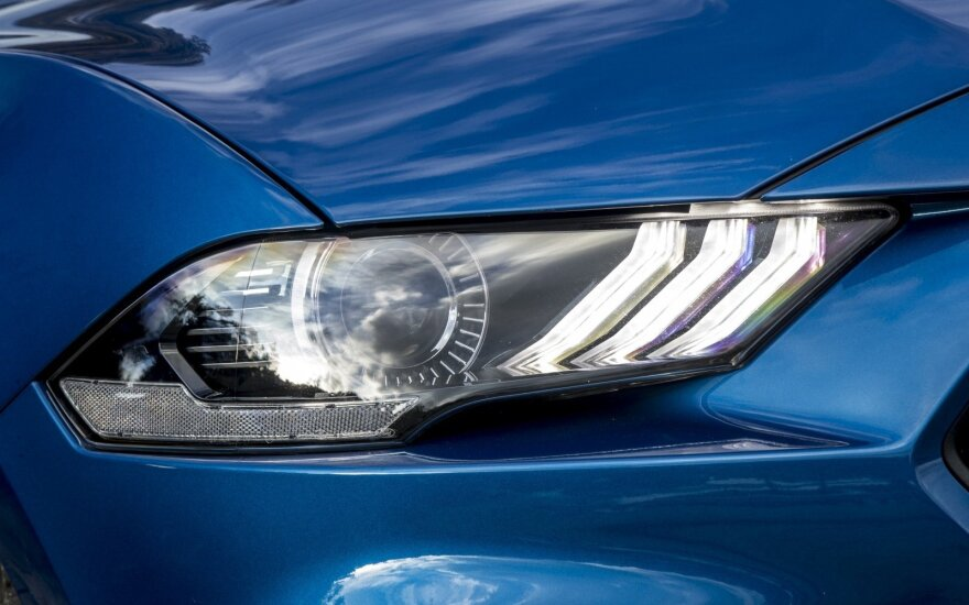 Automobilio žibintai (asociatyvi nuotr.)