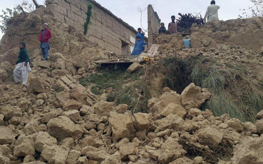 Pietų Azijos žemės drebėjimo aukų skaičius perkopė 300