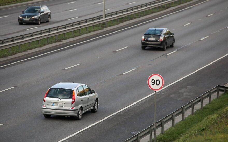 Seimas uždegė žalią šviesą naujai kelių apmokestinimo sistemai