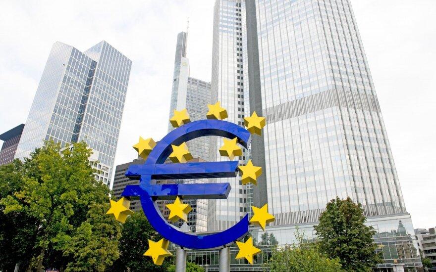 Palūkanos Europoje dar kurį laiką nekils: kodėl tai nedžiugina?
