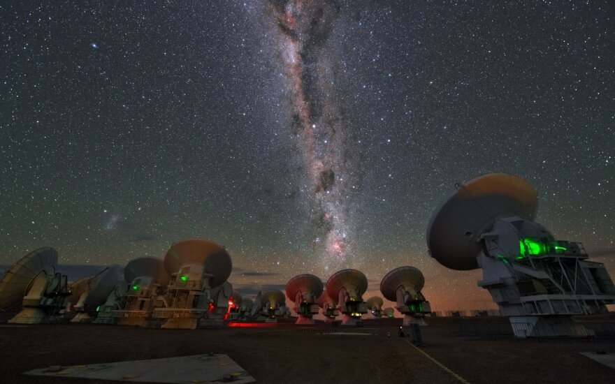 Naujai aptikta tėkmė sklinda galaktikoje maždaug 500 km/s greičiu. ESA/ALMA asociatyvi nuotr.