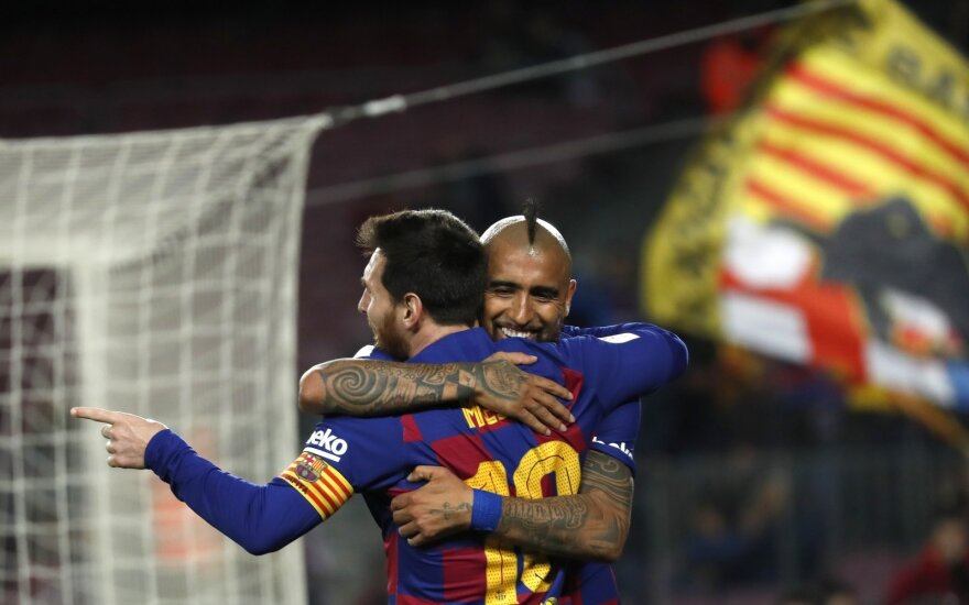 Lionelis Messi, Arturo Vidalis