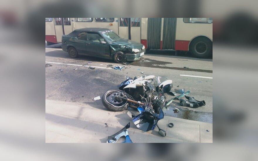 Vilniuje sunkiai sužalotas motociklininkas