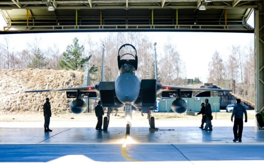 Amerikiečių naikintuvai F-15C Eagle
