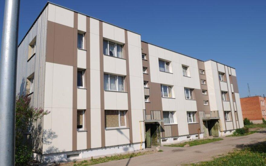 Renovacija apkarto: pasvaliečiai nenori mokėti už dėmėtą fasadą