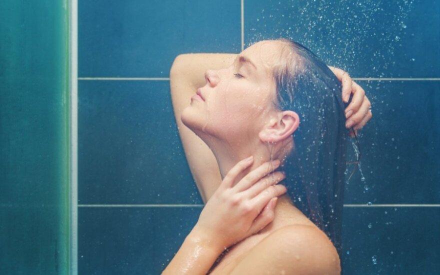 Įvairios šveičiamosios higienos priemonės taip pat gali turėti plastiko