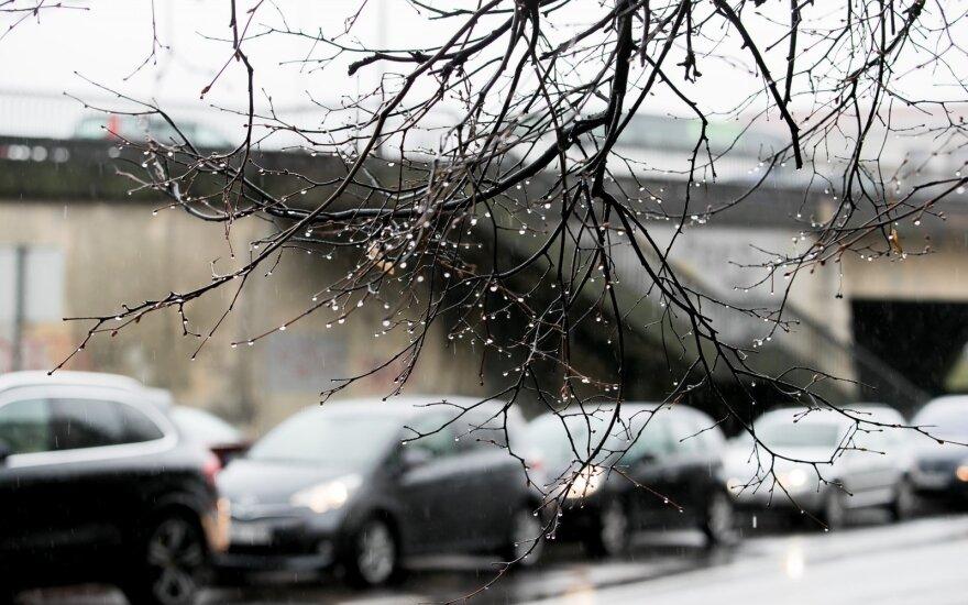 Anot sinoptikų, vairuotojų rytais laukia iššūkiai