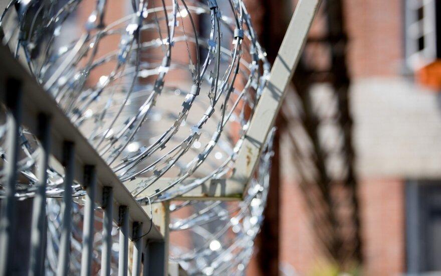 """""""Jūros šventė"""" Pravieniškėse vis dėlto įvyko: per ją buvo žeminami kaliniai"""