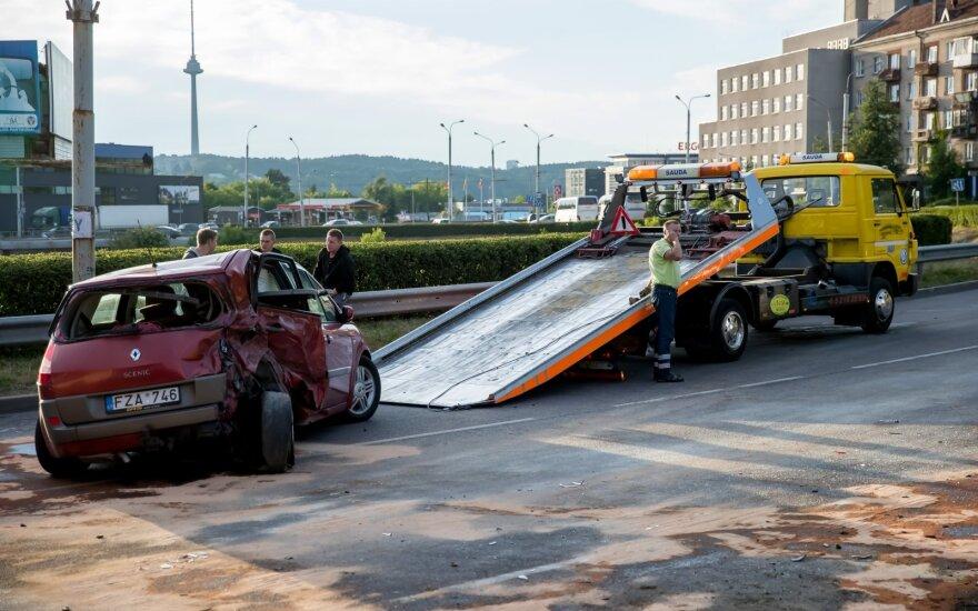 """Vairuotojus įspėjo atidžiai važiuoti """"žieduose"""" – daugėja tyčia sukeltų avarijų"""
