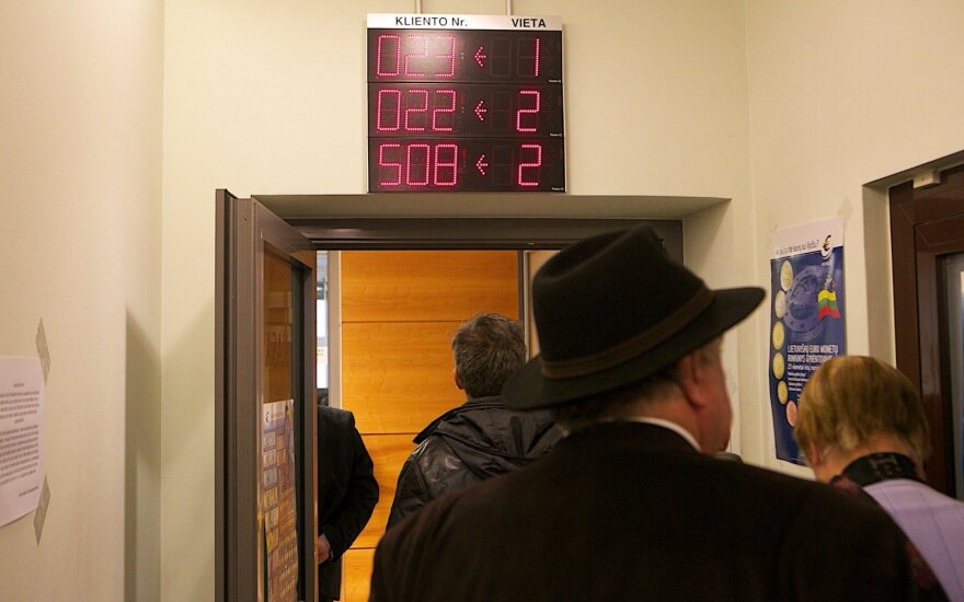 Bankų klientai pradėjo pasakoti apie įspūdingas eiles