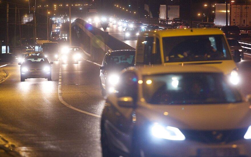 Savaitė keliuose: septyni eismo dalyviai žuvo tamsiuoju paros metu