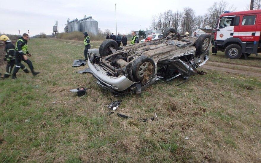 Tragedija Kėdainiuose: traukinys taranavo automobilį, žuvo žmogus