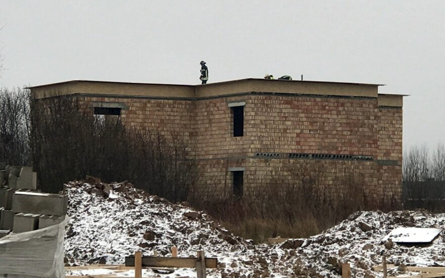 Statybose pakaunėje, ant stogo, rastas žmogaus lavonas