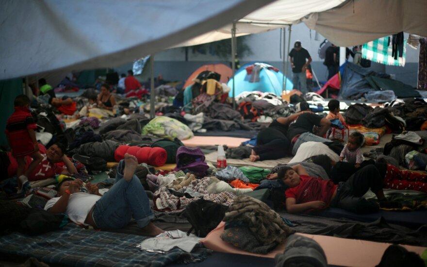 JAV link pajudėjo nauja migrantų grupė iš Salvadoro