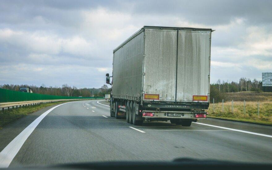 Pasipiktinęs vilkiko vairuotojas: šis įvykis rodo, kokia padėtis keliuose